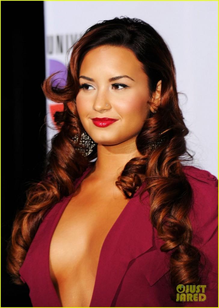 Demi Lovato Cleavage Pics
