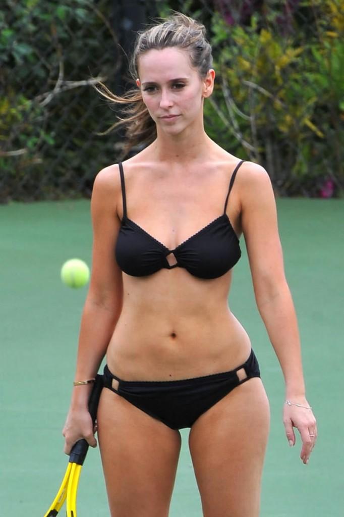 Jennifer Love Hewitt Bikini Pics