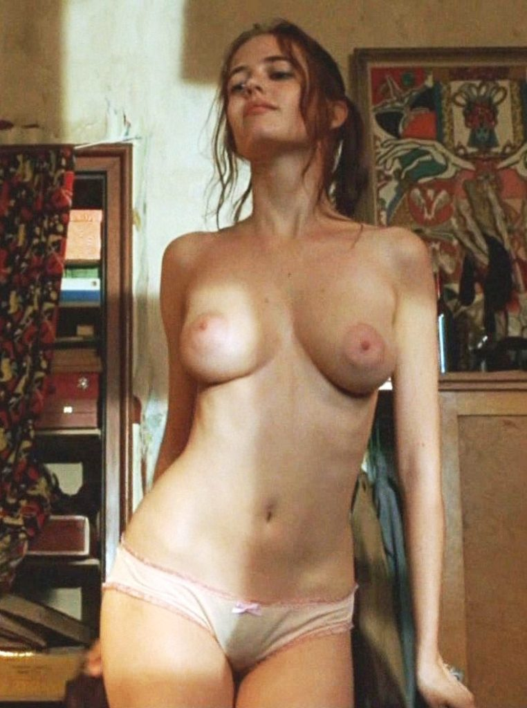 eva-green-nude-in-panties-showing-her-huge-nipples